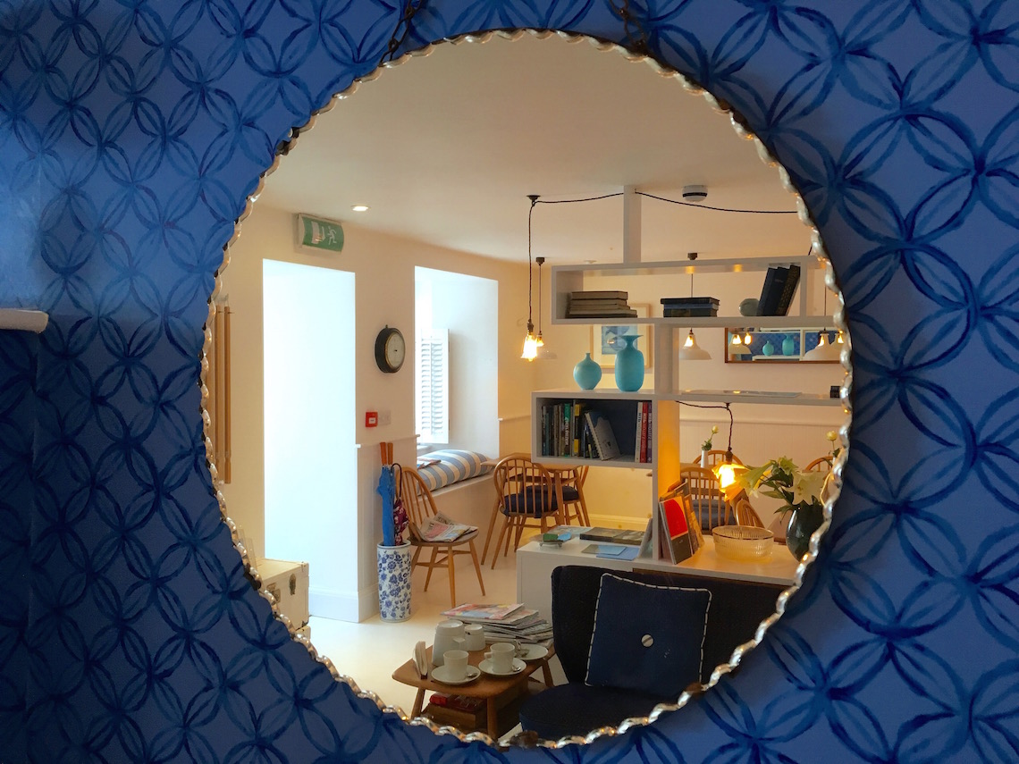 Mirror view of the snug